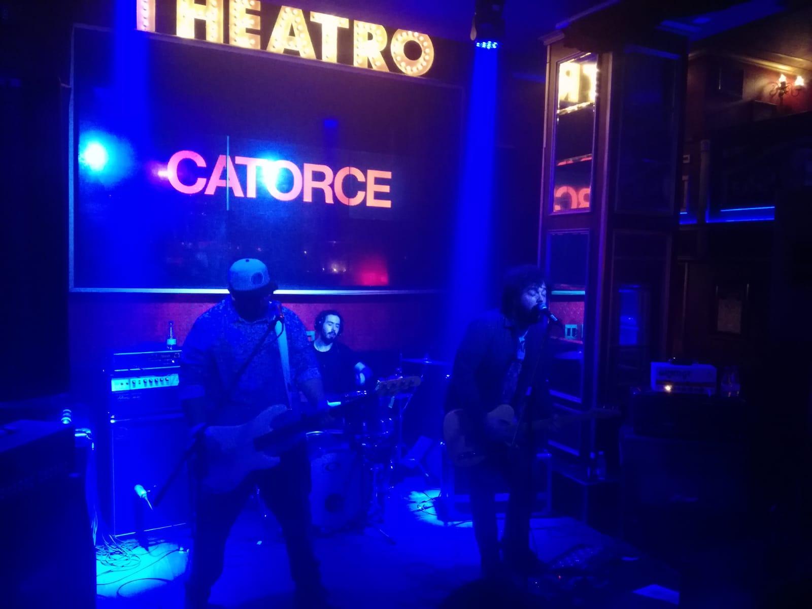 CRONICA CATORCE + VIVEN, Málaga 8 de febrero en THEATRO CLUB
