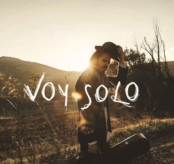 Pablo Fugitivo versiona en clave Folk-Rock «No dudaría» de Antonio Flores junto a The Quarantine Band
