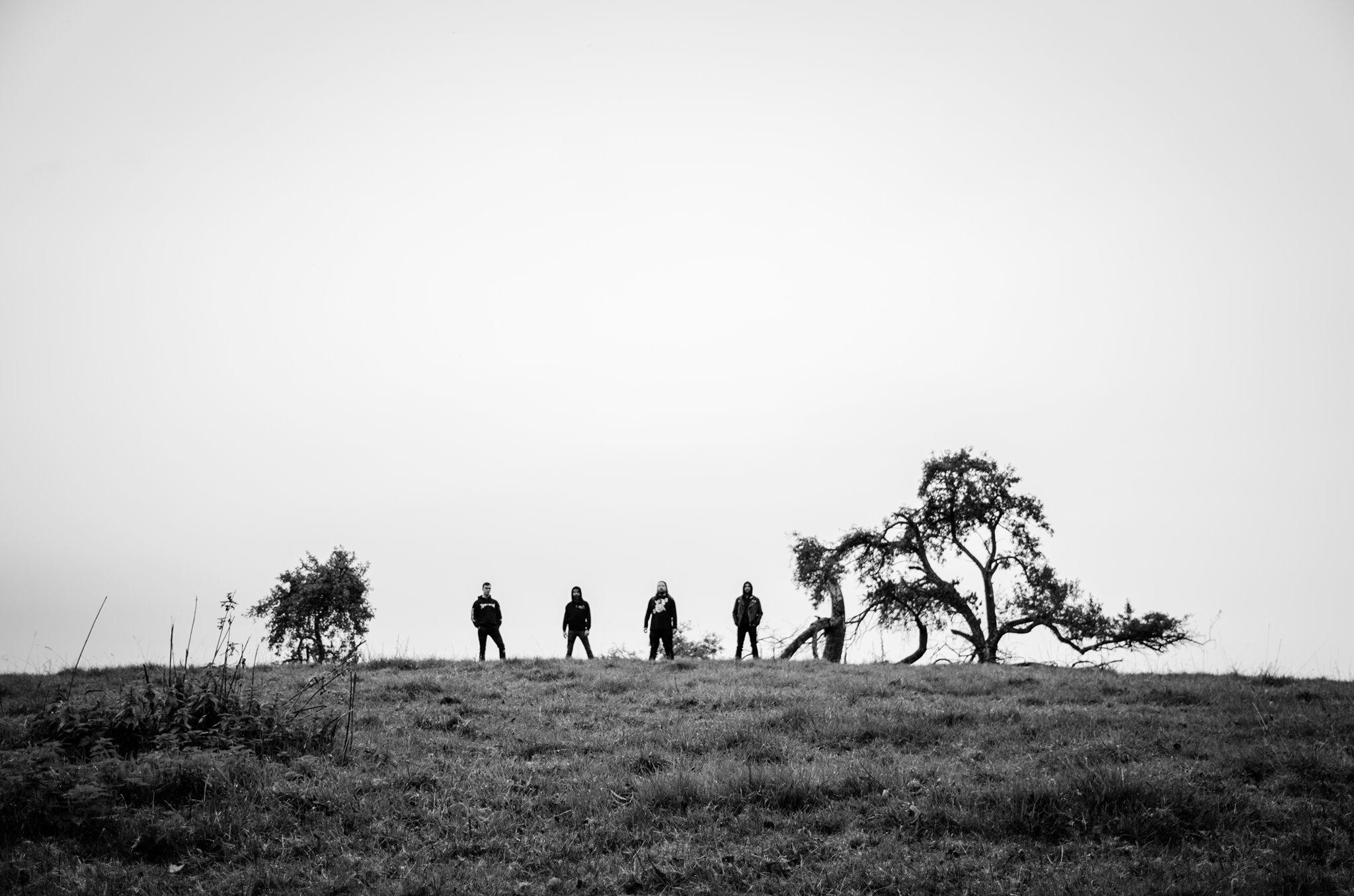 Review de Between Shades and Shadows, álbum debut de nether